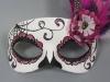 Máscaras de Carnaval caseras: blanca y rosa