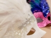 Máscaras de Carnaval caseras: de colores con plumas