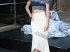 Miranda Kerr presentación estrella Swarovski en Nueva York: posando con la estrella con look azul y blanco