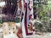 Moda Años 70 Estilo Hippie Chic: poncho de flores con botas
