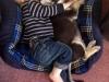 Niños y mascotas: durmiendo