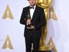 Oscar 2016 alfombra roja: Leonardo DiCaprio con su Oscar