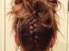 Peinados con trenzas para Nochevieja 2015: moño alto con trenza en la nuca