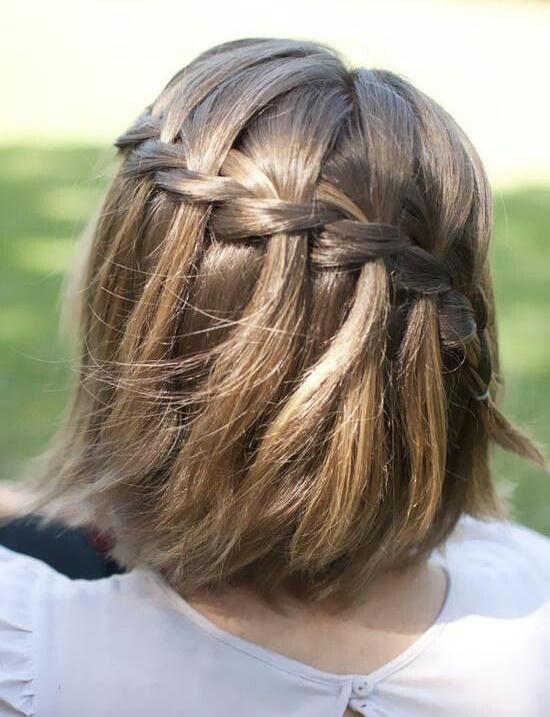 Peinados de comunión para niñas con pelo corto trenza cascada cascada.  Peinados de comunión para niñas con pelo corto trenza cascada cascada