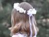Peinados de comunión para niñas con pelo corto: look con corona de flores