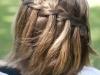 Peinados de comunión para niñas con pelo corto: trenza cascada cascada