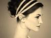 Peinados de novia románticos: recogido con moño alto con diademas