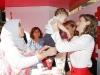 Reina Letizia estilo working girl en el Día de la Banderita 2016: mesa de cuestación cogiendo a un bebé
