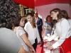Reina Letizia estilo working girl en el Día de la Banderita 2016: mesa de cuestación hablando