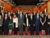 Reina Letizia look black & white en Sevilla: posando con los premiados