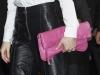 Reina Letizia look con culottes en ARCO 2016: detalle bolso