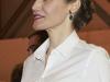 Reina Letizia look con culottes en ARCO 2016: detalle pendientes