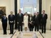 Reina Letizia look de Hugo Boss en el Museo del Prado: posando en el interior