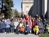 Reina Letizia look de Hugo Boss en el Museo del Prado: posando con niños