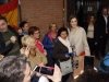 Reina Letizia look otoñal de Hugo Boss: a su llegada posando para fotos
