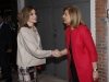 Reina Letizia look otoñal de Hugo Boss: a su llegada saludando a Fátima Bañez
