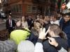 Reina Letizia look otoñal de Hugo Boss: a su llegada saludando