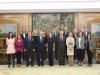 Reina Letizia look sporty chic de Hugo Boss: posando en la recepción