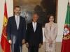 Reina Letizia looks viaje a Portugal 2016: Look de Felipe Varela posando con el Presidente de Portugal