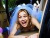 Reportajes de fotos para bodas divertidos y diferentes: arrastrando a la novia