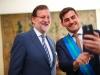 Sara Carbonero look en la Moncloa: Mariano Rajoy e Iker Casillas haciéndose un selfie