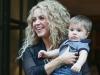 Shakira y Sasha viaje a Nueva York: a la salida del hotel