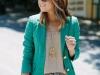 Shorts estampados: look con blazer verde