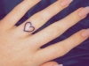 Tatuajes en los dedos: corazón