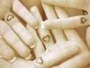 Tatuajes mini y chic: corazón dedos