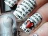 Uñas decoradas San Valentín: corazones de papel de periódico