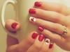 Uñas decoradas San Valentín: corazones rojos y blancos