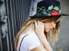 Vanesa Romero campaña Namdalay OI 2016: sombrero flor bordada