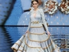Vestidos de flamenca 2017: Ana Morón modelo dorado con volantes