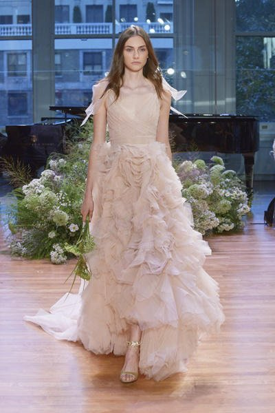 Vestidos de novia color pastel 2017: Monique Lhuillier modelo Ballad