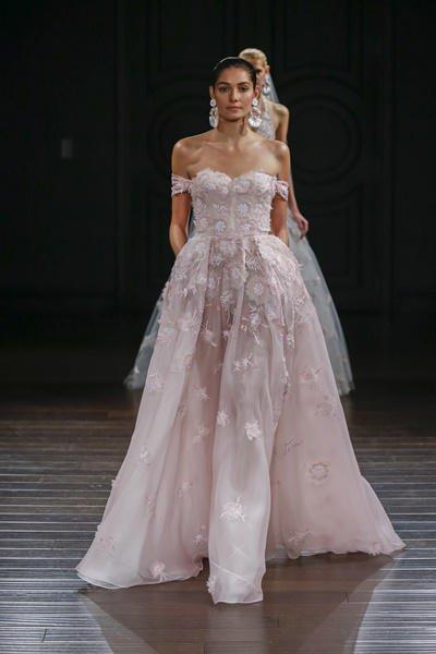 Vestidos de novia color pastel 2017: Naeem Khan modelo Monterey