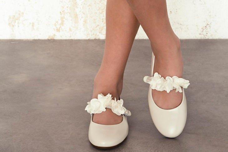 Zapatos de comuni n para ni a 2017 modelos diferentes - Ideas para decorar zapatos de nina ...