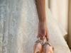 Zapatos de novia de colores: rosas con brillos