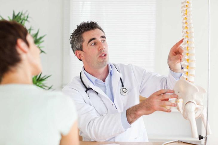 Osteoporosis: Síntomas, tratamiento y causas