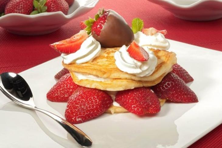 Receta de San Valentín: Delicia de fresas con nata y chocolate