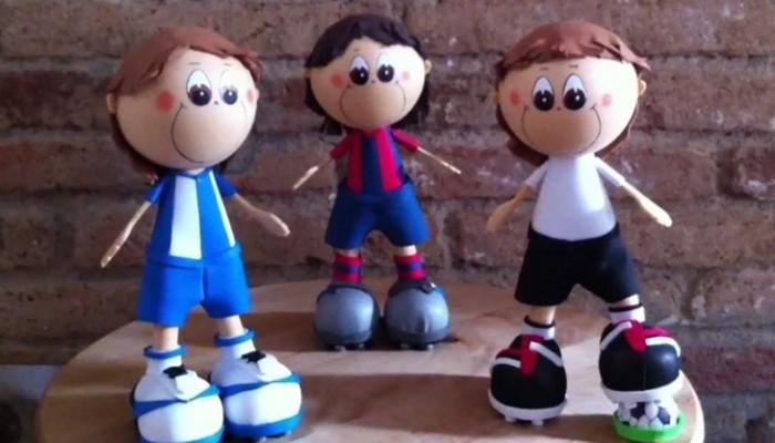 Muñeco de goma eva para el día del padre: fofucho futbolista