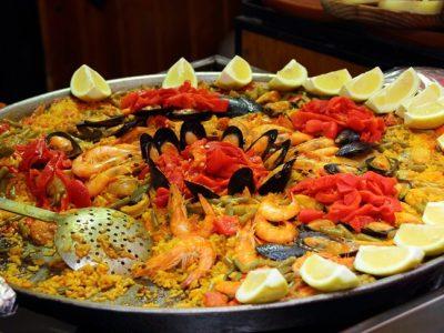 Paella de marisco: Receta española tradicional