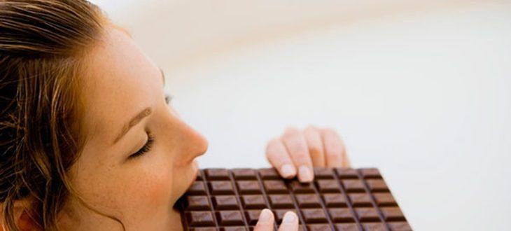 Alimentos prohibidos por la noche: ¡Evita calorías vacías!