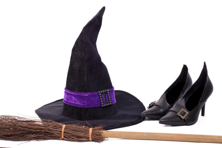 Sombrero de bruja con cartulina para Halloween