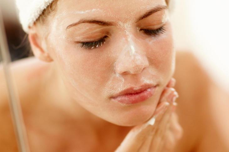 Cómo exfoliar la cara en casa: Consigue una piel perfecta
