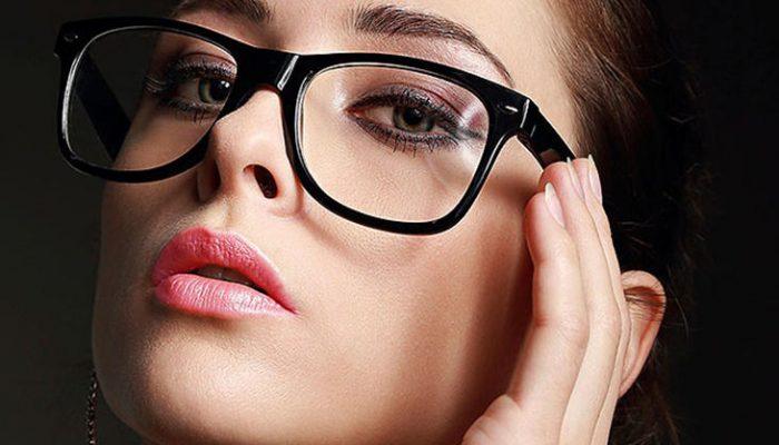 Maquillaje de ojos para mujeres con gafas: Trucos infalibles