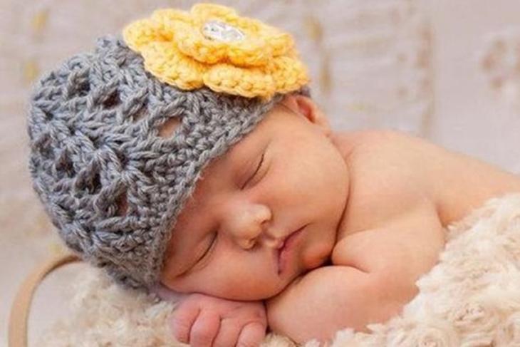 abe45731f70e9 Cómo hacer un gorro de ganchillo para bebé paso a paso  VÍDEO ...