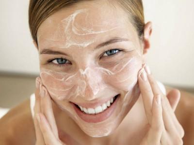 6 consejos para aplicar correctamente la crema hidratante