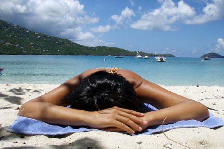 Tanorexia: Qué es, causas y tratamiento de la obsesión por el sol