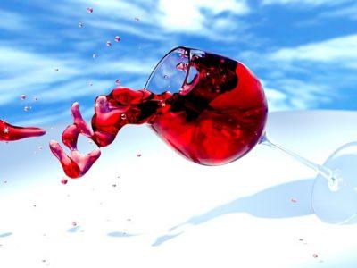 Cómo quitar manchas de vino de la ropa: Trucos infalibles