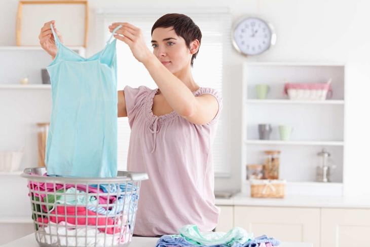 Olor a sudor en la ropa: Trucos para eliminarlo definitivamente